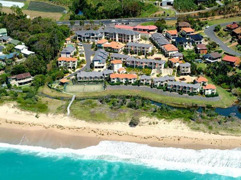 Aqualuna_Beach_Resort